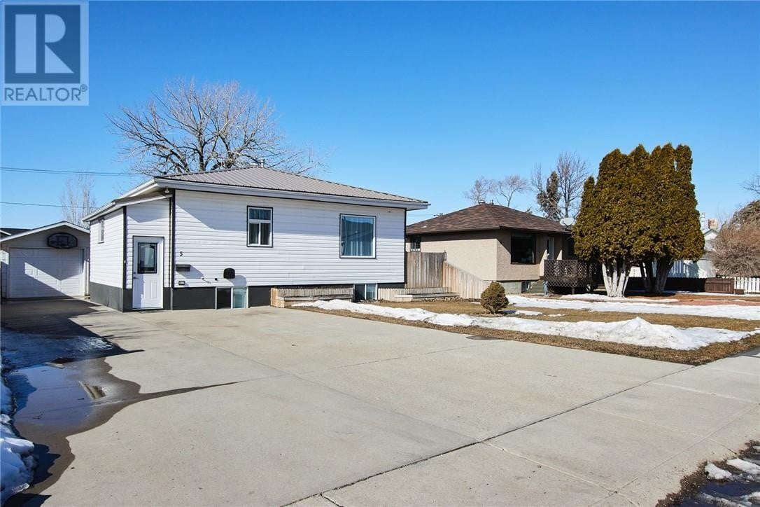 House for sale at 5 Main St Redcliff Alberta - MLS: MH0190123