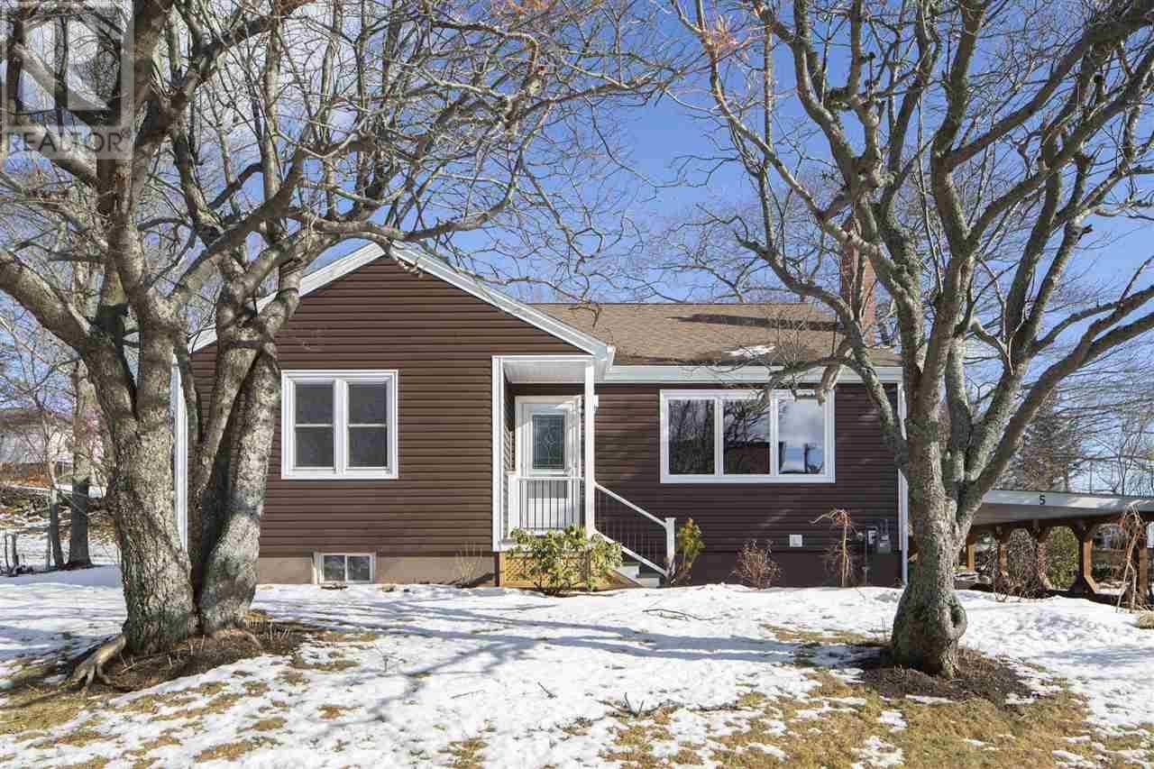 House for sale at 5 Prince Arthur Ave Dartmouth Nova Scotia - MLS: 202003066