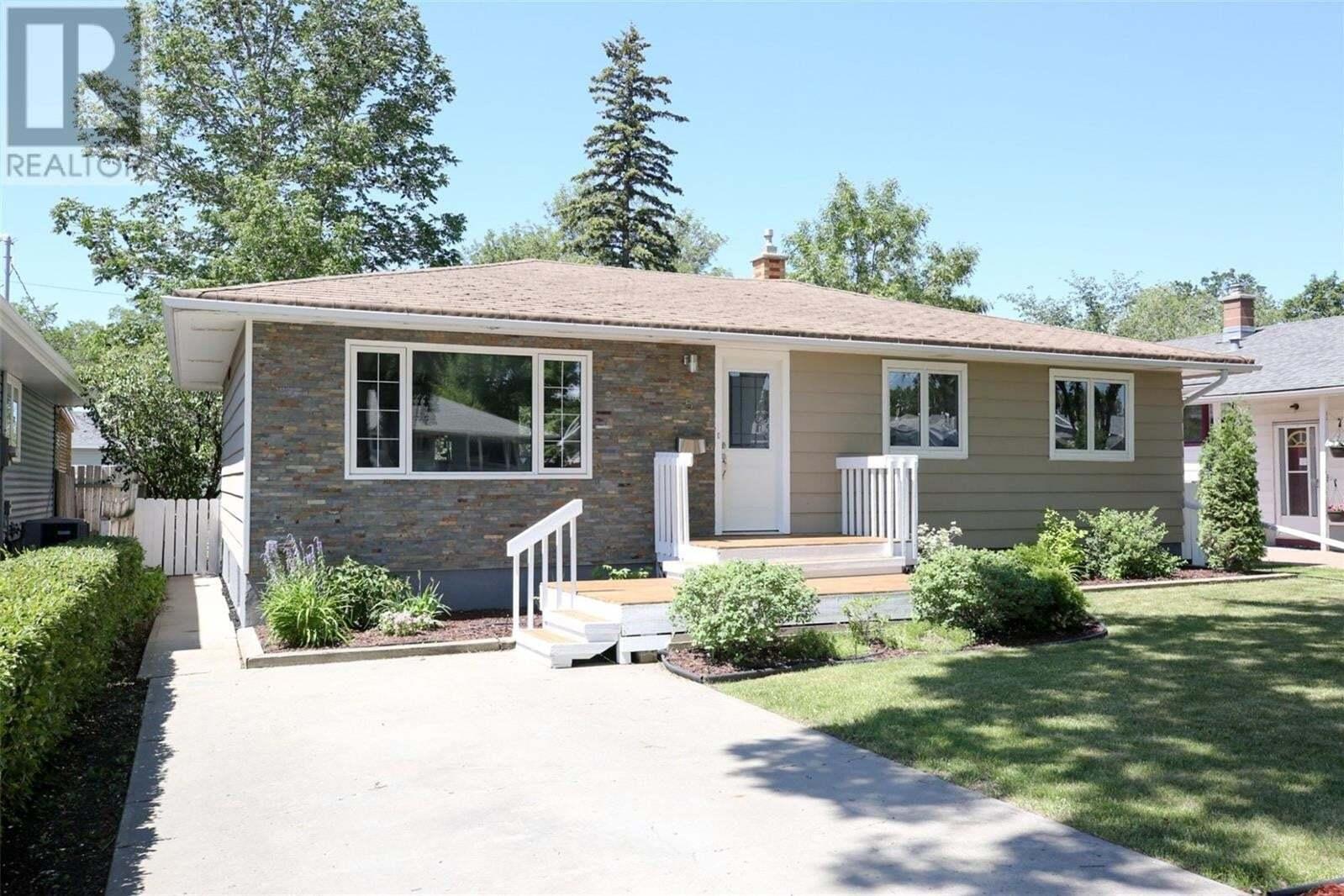 House for sale at 5 Robinson Cres Regina Saskatchewan - MLS: SK815124