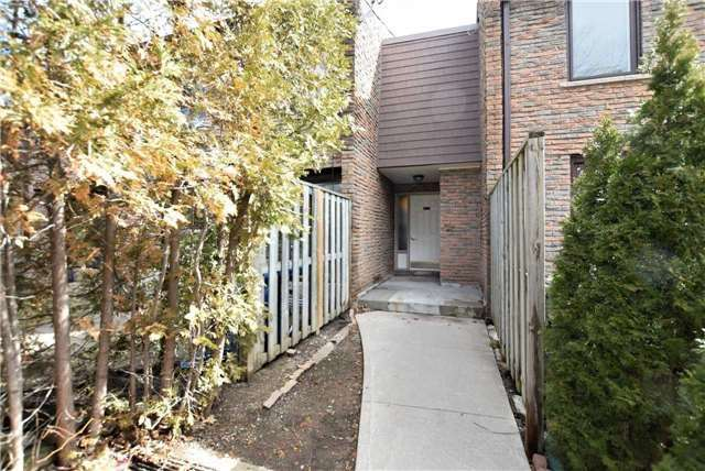Buliding: 2605 Woodchester Drive, Mississauga, ON