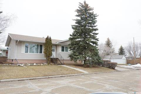 House for sale at 500 6th Ave W Assiniboia Saskatchewan - MLS: SK797000