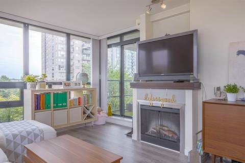 Condo for sale at 1 Renaissance Sq Unit 501 New Westminster British Columbia - MLS: R2372758