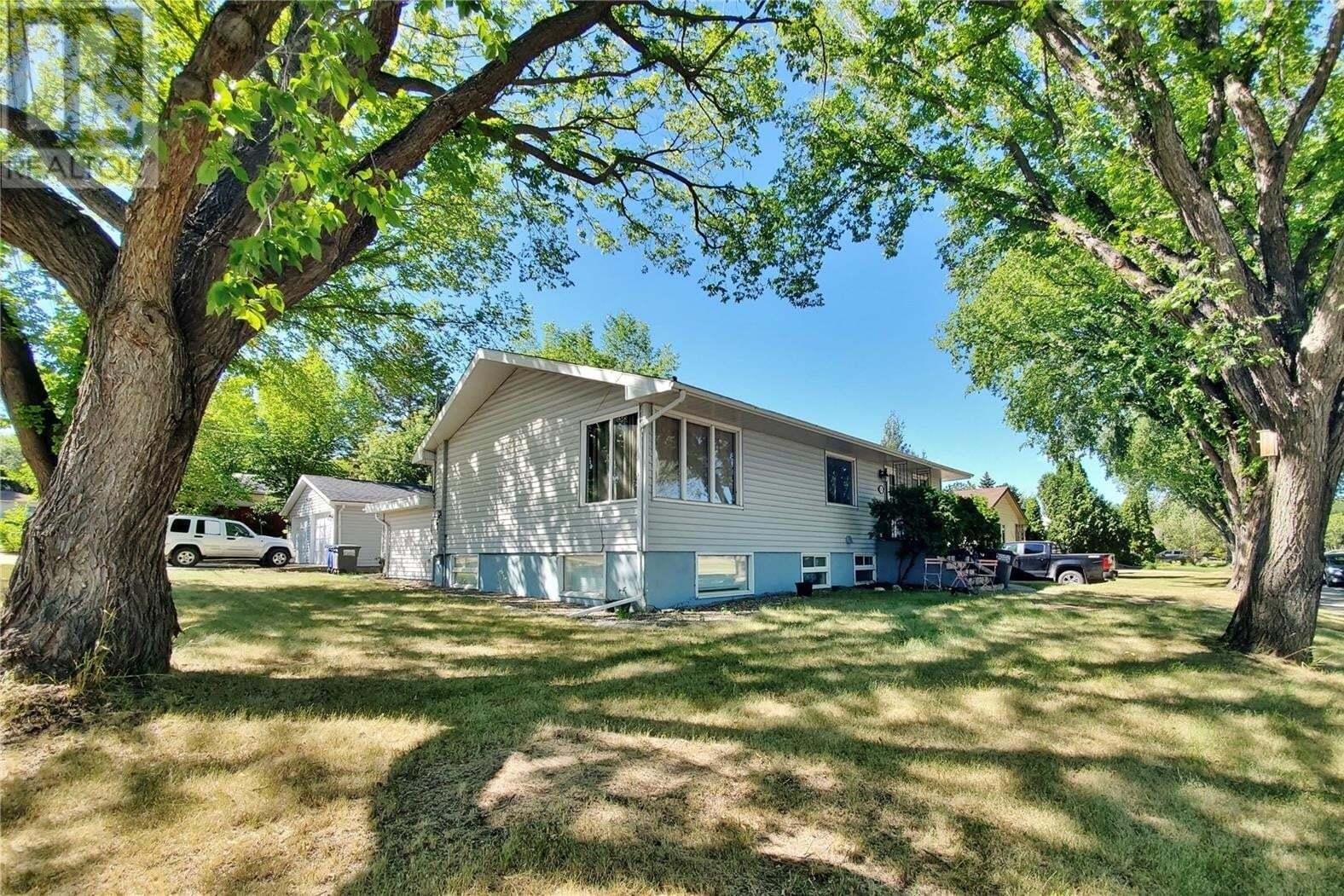 House for sale at 501 O Ave N Saskatoon Saskatchewan - MLS: SK821866