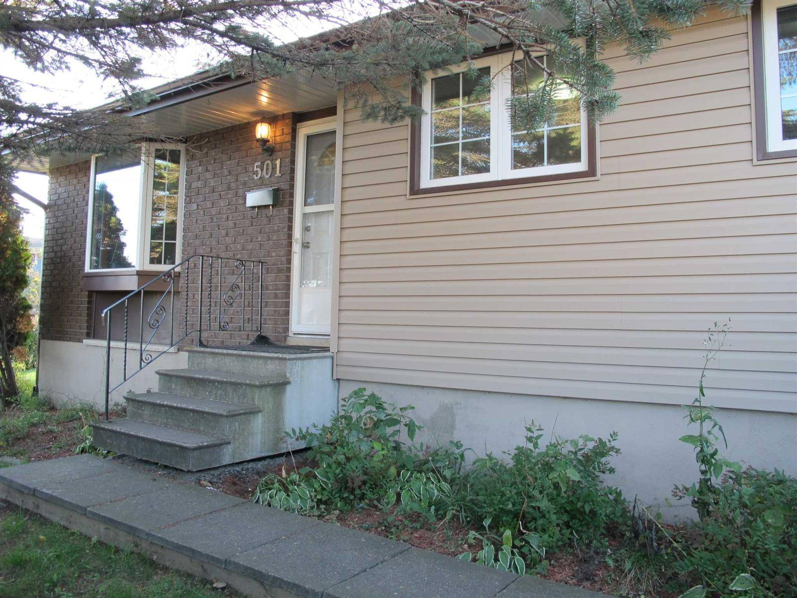 House for sale at 501 Redwood Ave Thunder Bay Ontario - MLS: TB193350