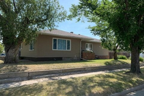 House for sale at 502 2 St E Bow Island Alberta - MLS: A1026534