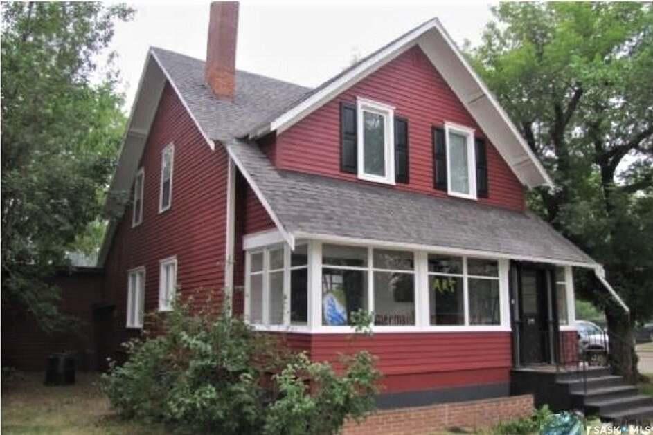House for sale at 502 8th St E Saskatoon Saskatchewan - MLS: SK809045