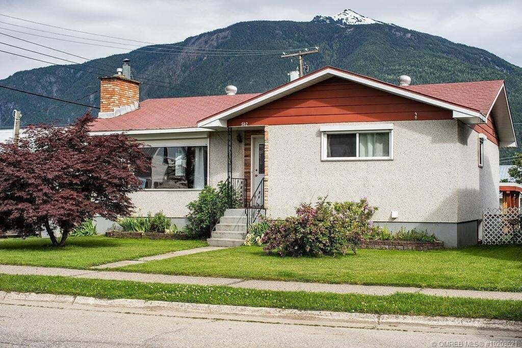 House for sale at 502 Vernon Ave Revelstoke British Columbia - MLS: 10209621