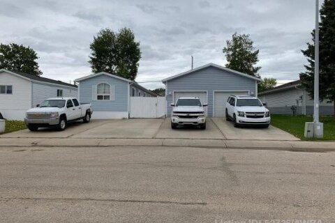 Home for sale at 503 9 Street  Fox Creek Alberta - MLS: AW52725