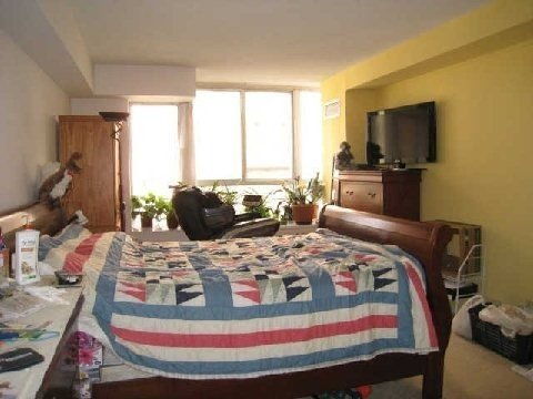 For Rent: 504 - 717 Bay Street, Toronto, ON   3 Bed, 2 Bath Condo for $4,500. See 18 photos!