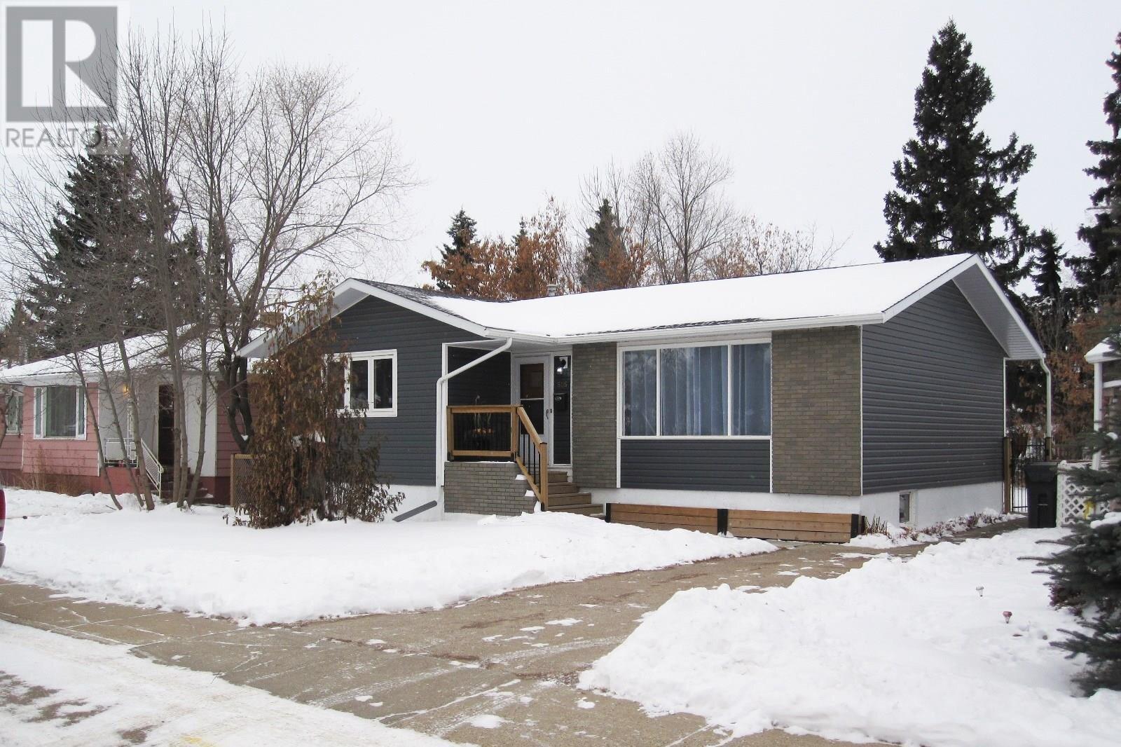House for sale at 505 Centre St Meadow Lake Saskatchewan - MLS: SK834193