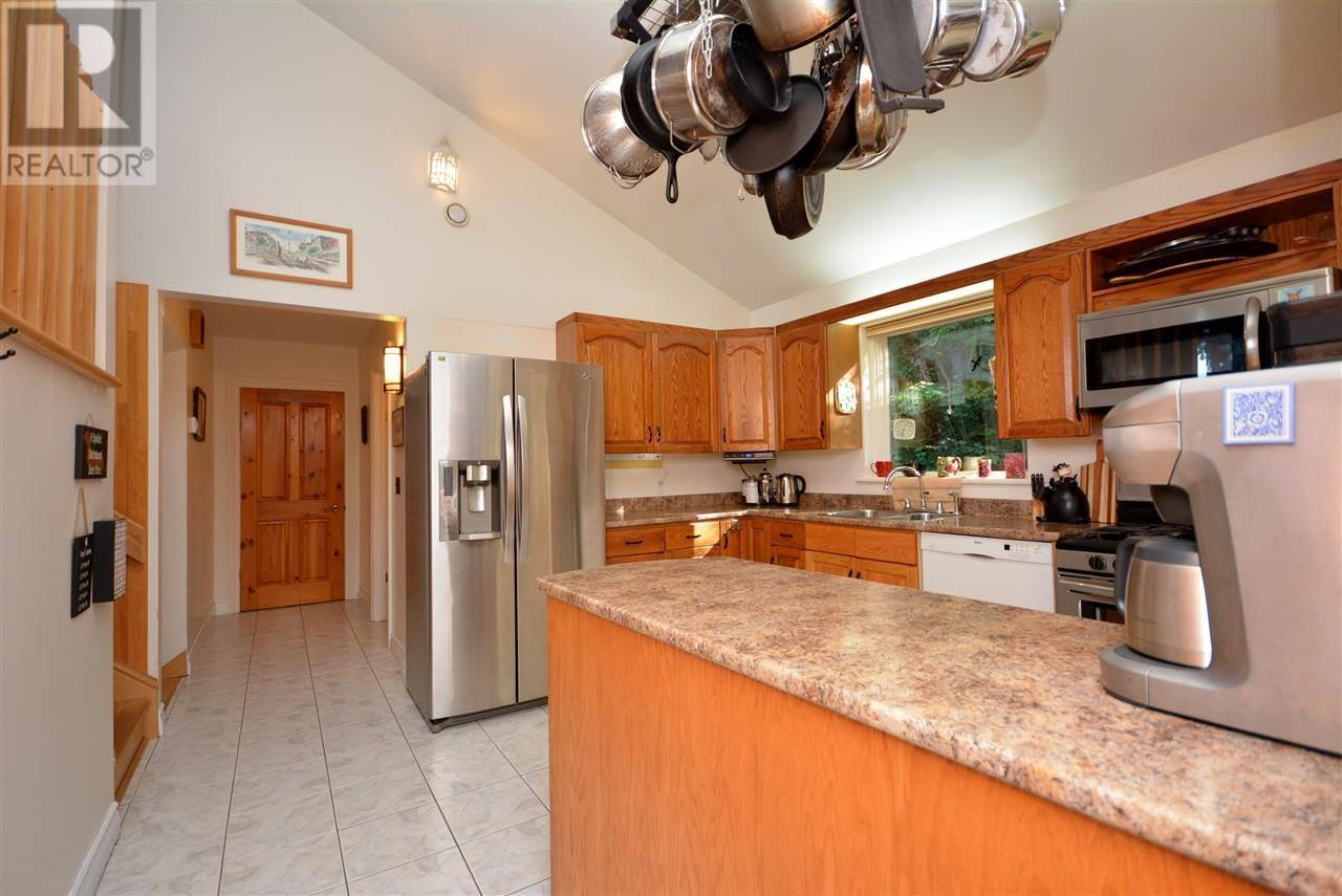 505 Island View Drive, Boutiliers Point   Image 2
