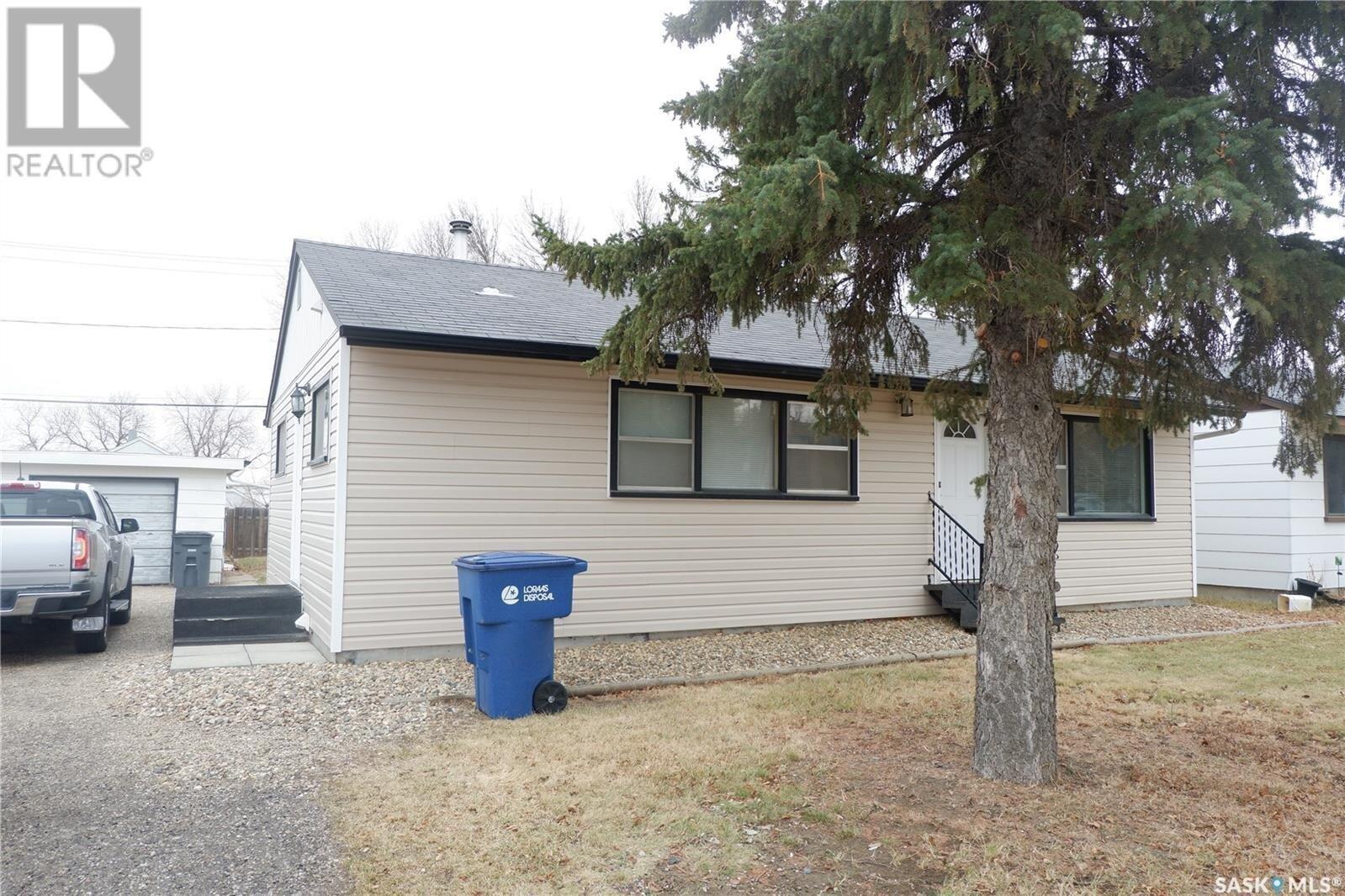 House for sale at 507 2nd Ave E Assiniboia Saskatchewan - MLS: SK833242