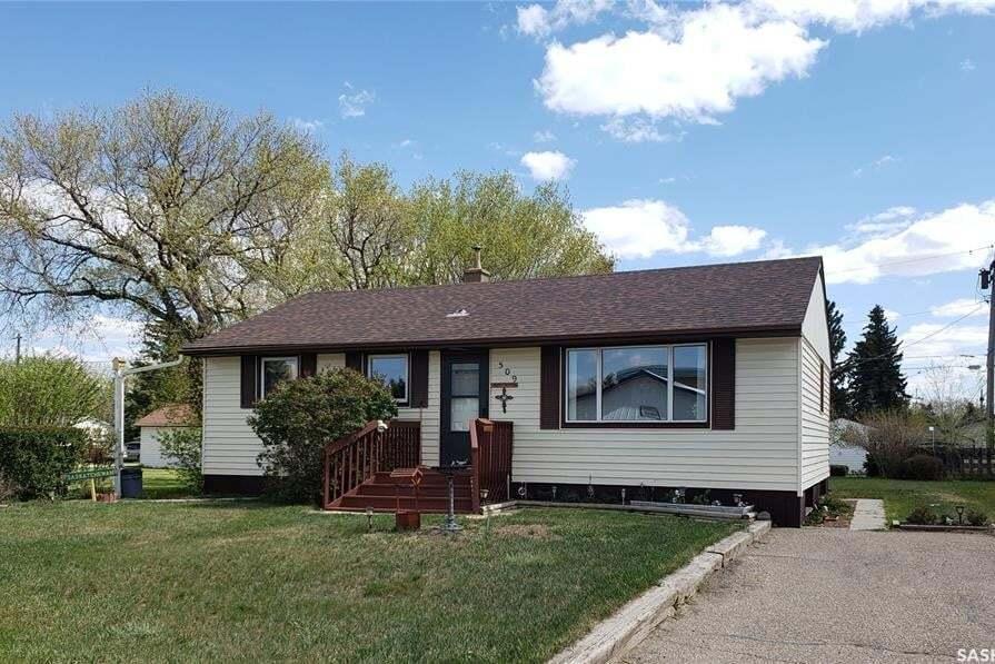 House for sale at 509 Mctavish St Outlook Saskatchewan - MLS: SK809575