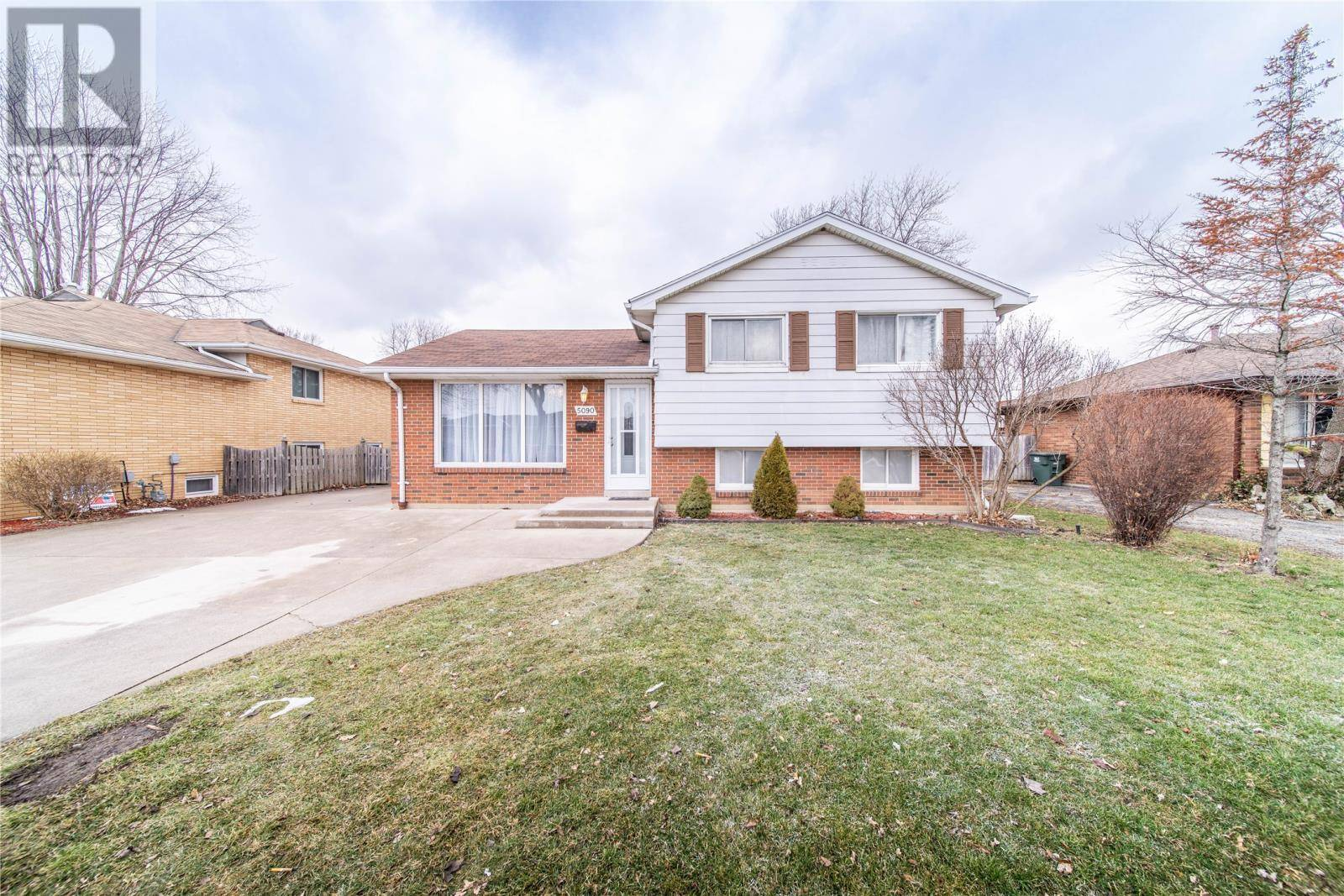 House for sale at 5090 Grand Blvd Windsor Ontario - MLS: 20002071