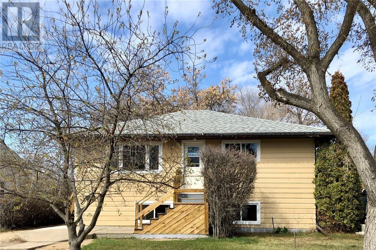 House for sale at 510 5th Ave NW Swift Current Saskatchewan - MLS: SK828657