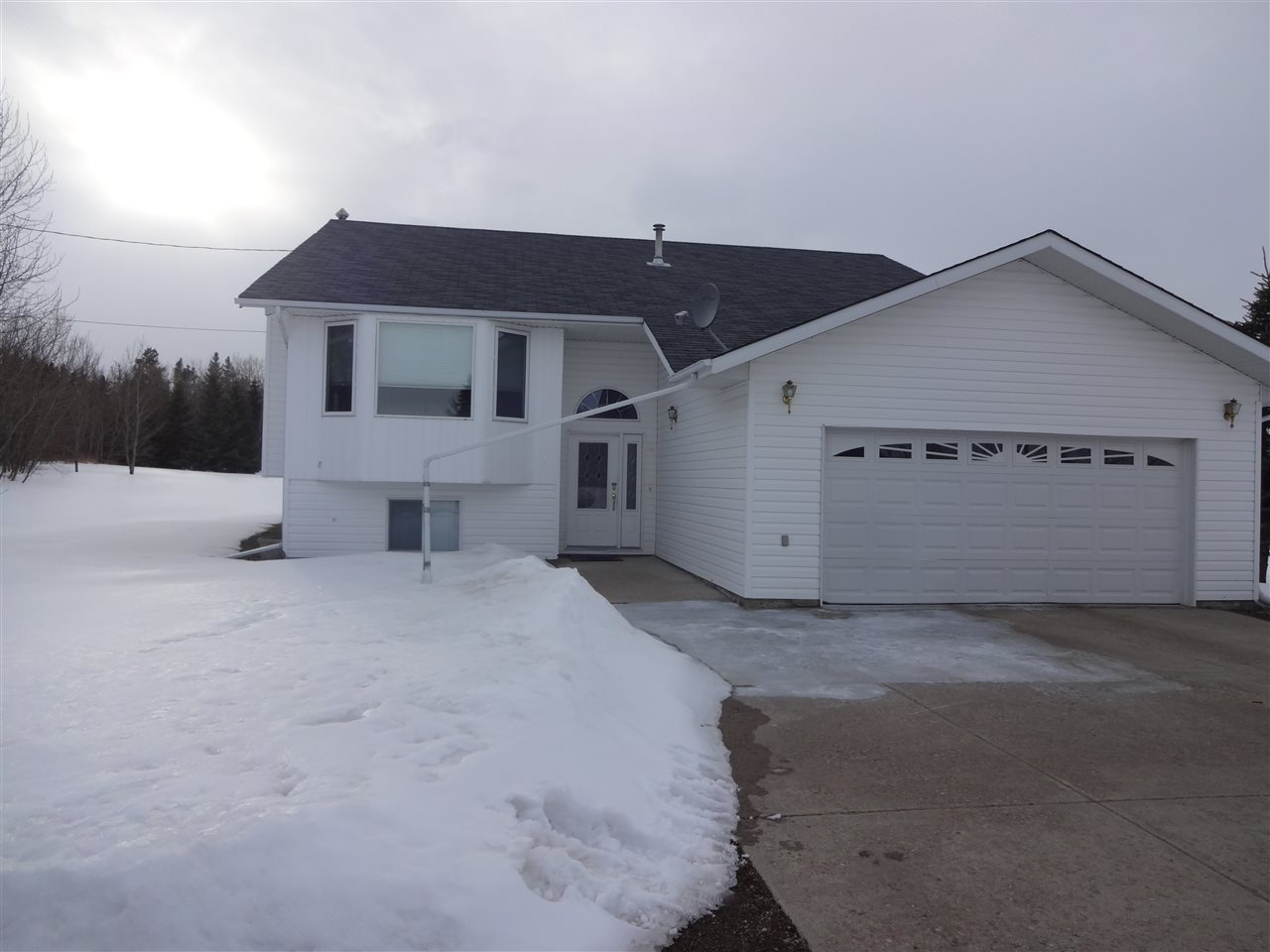 For Sale: 5116 58 Avenue, Tofield, AB | 5 Bed, 2 Bath House for $539,900. See 19 photos!