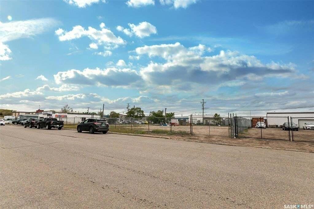 Home for sale at 512 42nd A St E Saskatoon Saskatchewan - MLS: SK813131