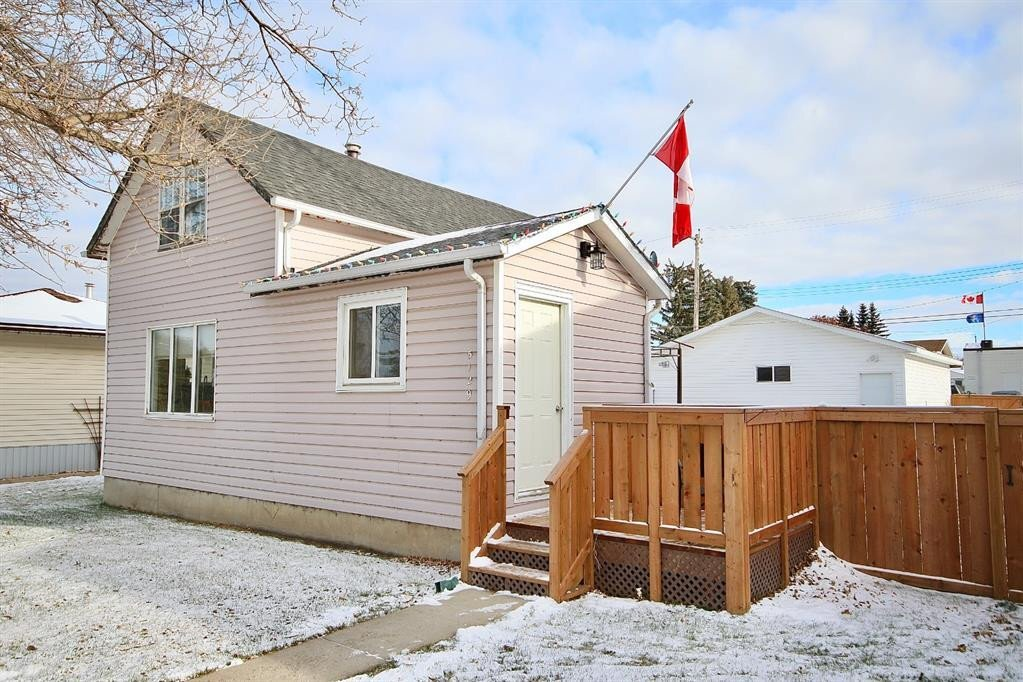 House for sale at 5129 51 St Daysland Alberta - MLS: CA0183217