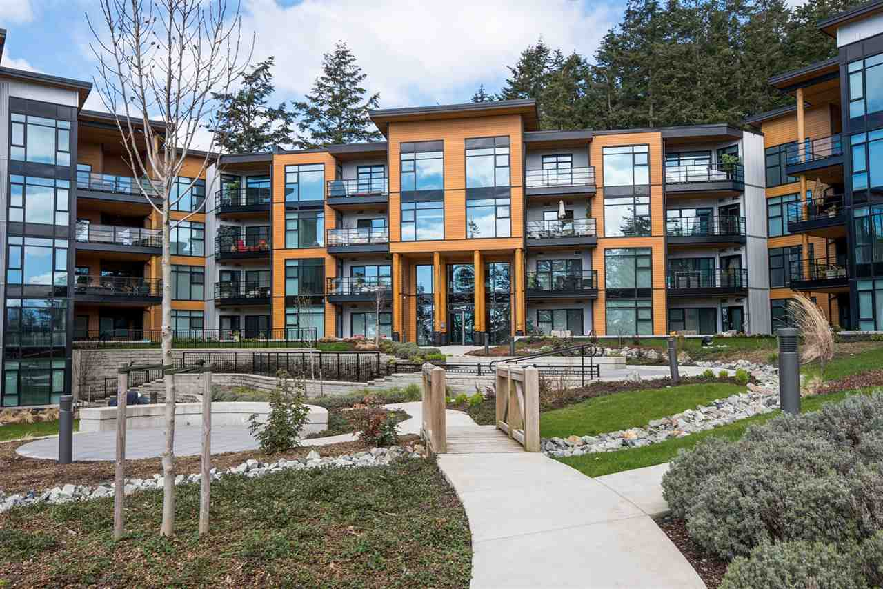 For Sale: 513 - 14855 Thrift Avenue, White Rock, BC | 1 Bed, 1 Bath Condo for $579,888. See 16 photos!