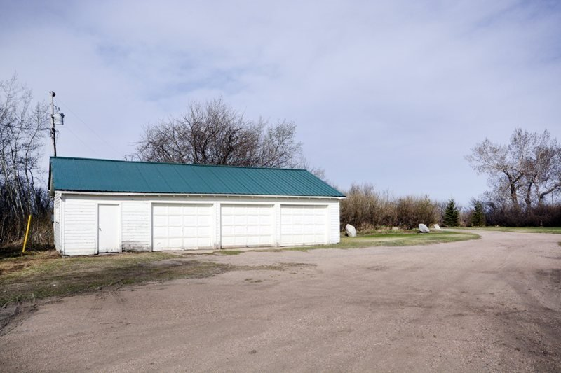 For Sale: 51429 Rr 143 , Rural Minburn County, AB | 4 Bed, 4 Bath House for $990,000. See 28 photos!