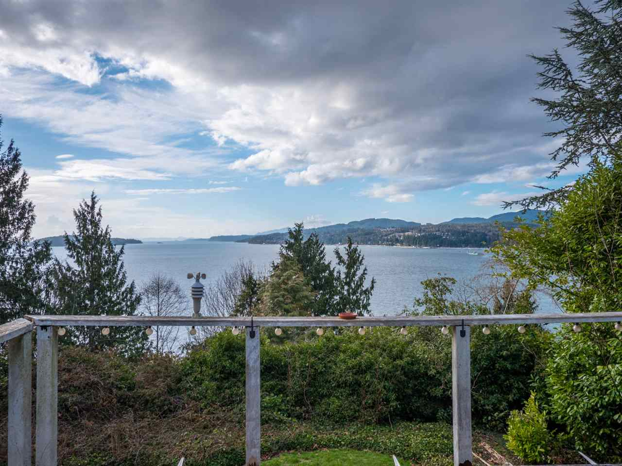For Sale: 5147 Sunshine Coast Highway, Sechelt, BC   2 Bed, 1 Bath House for $949,000. See 18 photos!