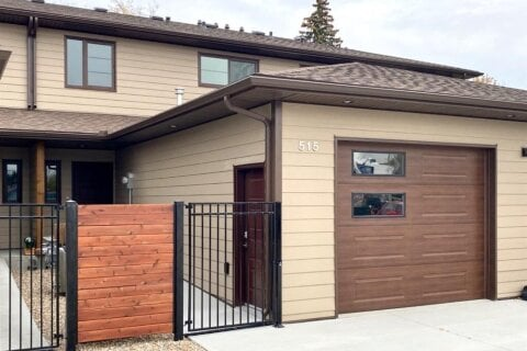 Townhouse for sale at 515 1 St W Brooks Alberta - MLS: A1037293