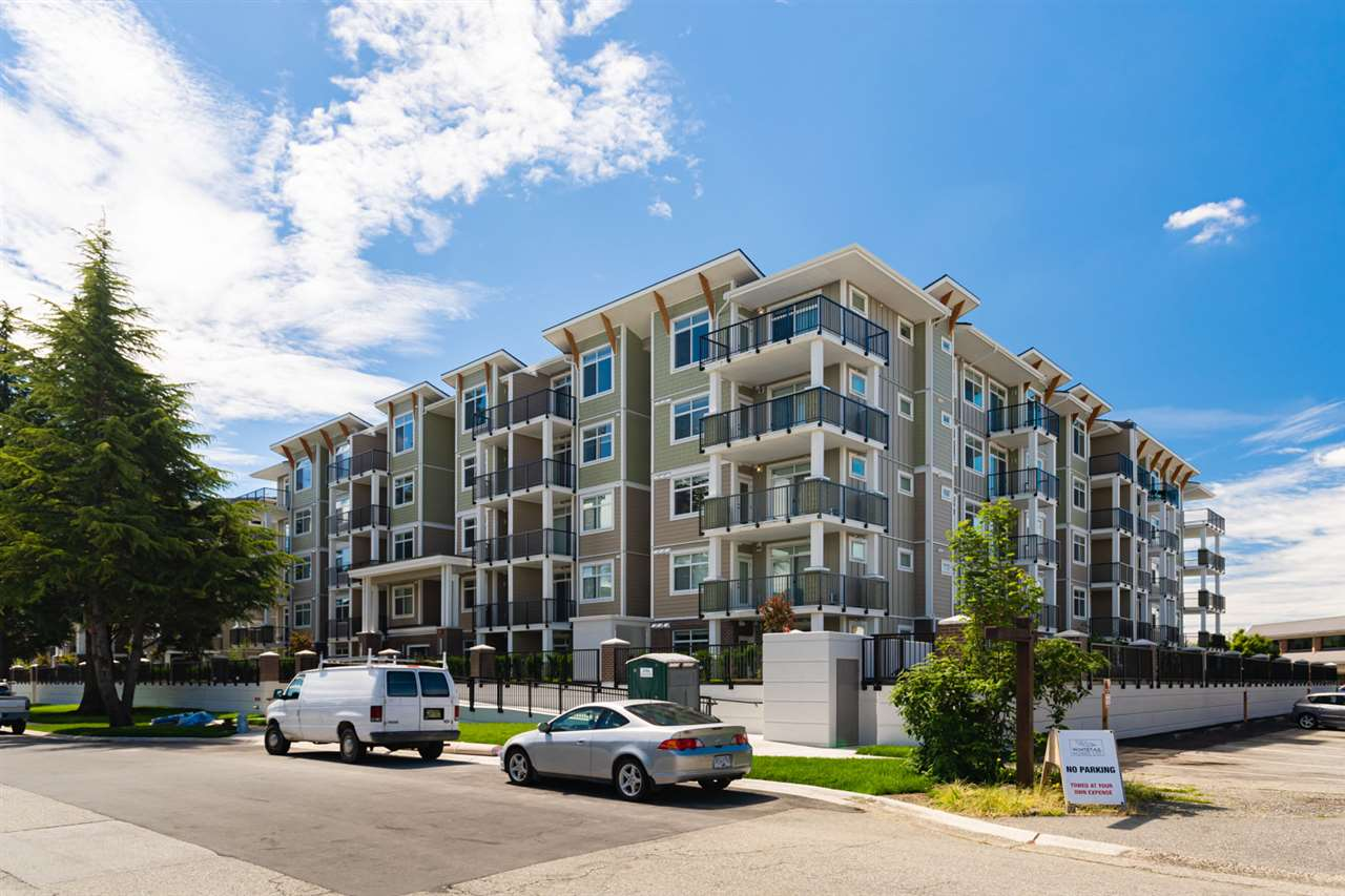 For Sale: 516 - 20686 Eastleigh Crescent, Langley, BC   2 Bed, 2 Bath Condo for $449000.