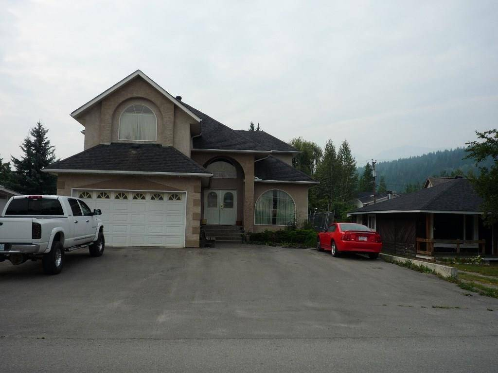 House for sale at 518 11th Street S  Golden British Columbia - MLS: 2424321
