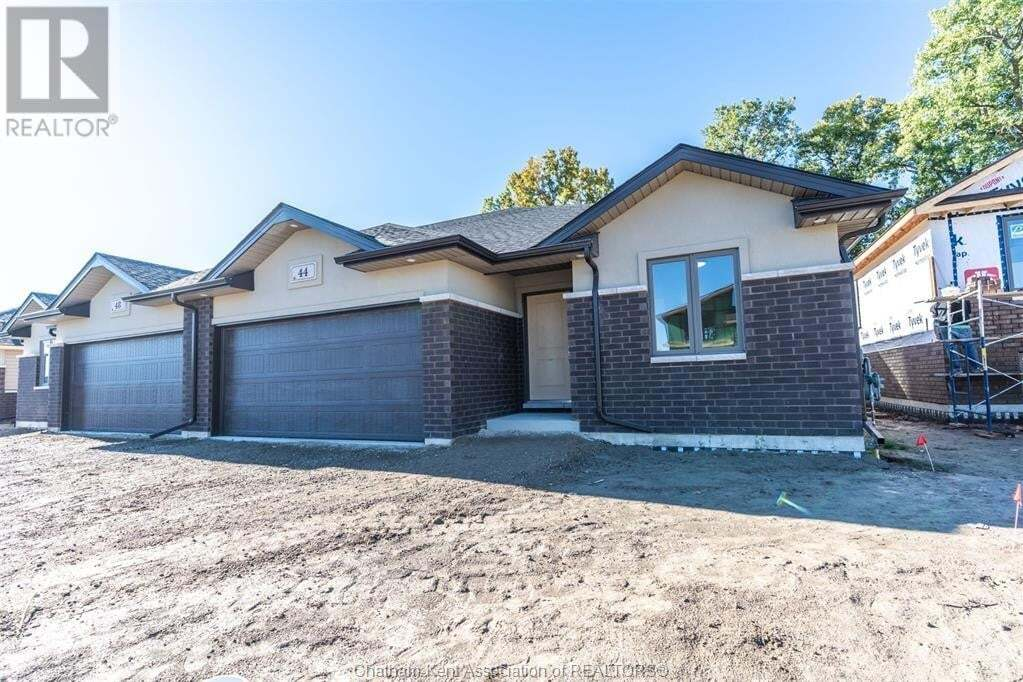 House for sale at 52 Churchill Park Rd Southwest Chatham Ontario - MLS: 20012566