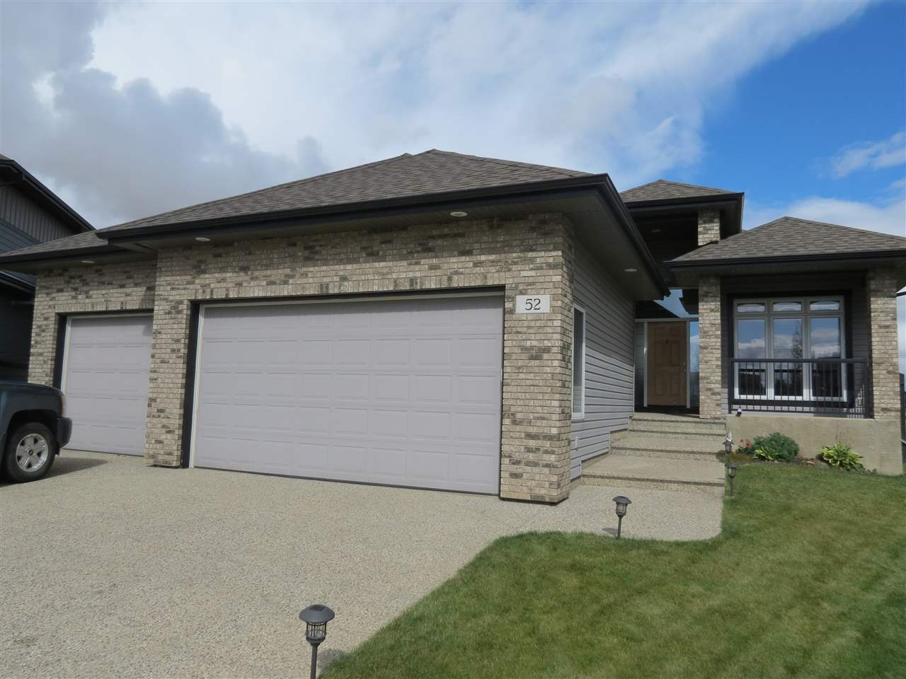 For Sale: 52 Oakcrest Terrace, St Albert, AB | 4 Bed, 4 Bath House for $695,000. See 29 photos!