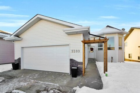 House for sale at 5209 Prairie Ridge  Ave Blackfalds Alberta - MLS: A1052085