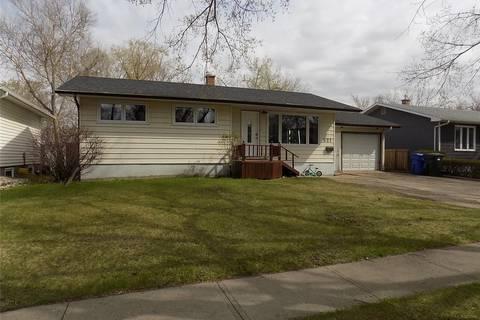 House for sale at 521 3rd Ave NW Weyburn Saskatchewan - MLS: SK808059