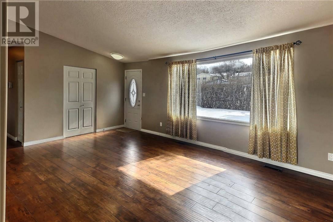 5216 47a Avenue, Sylvan Lake | Image 2
