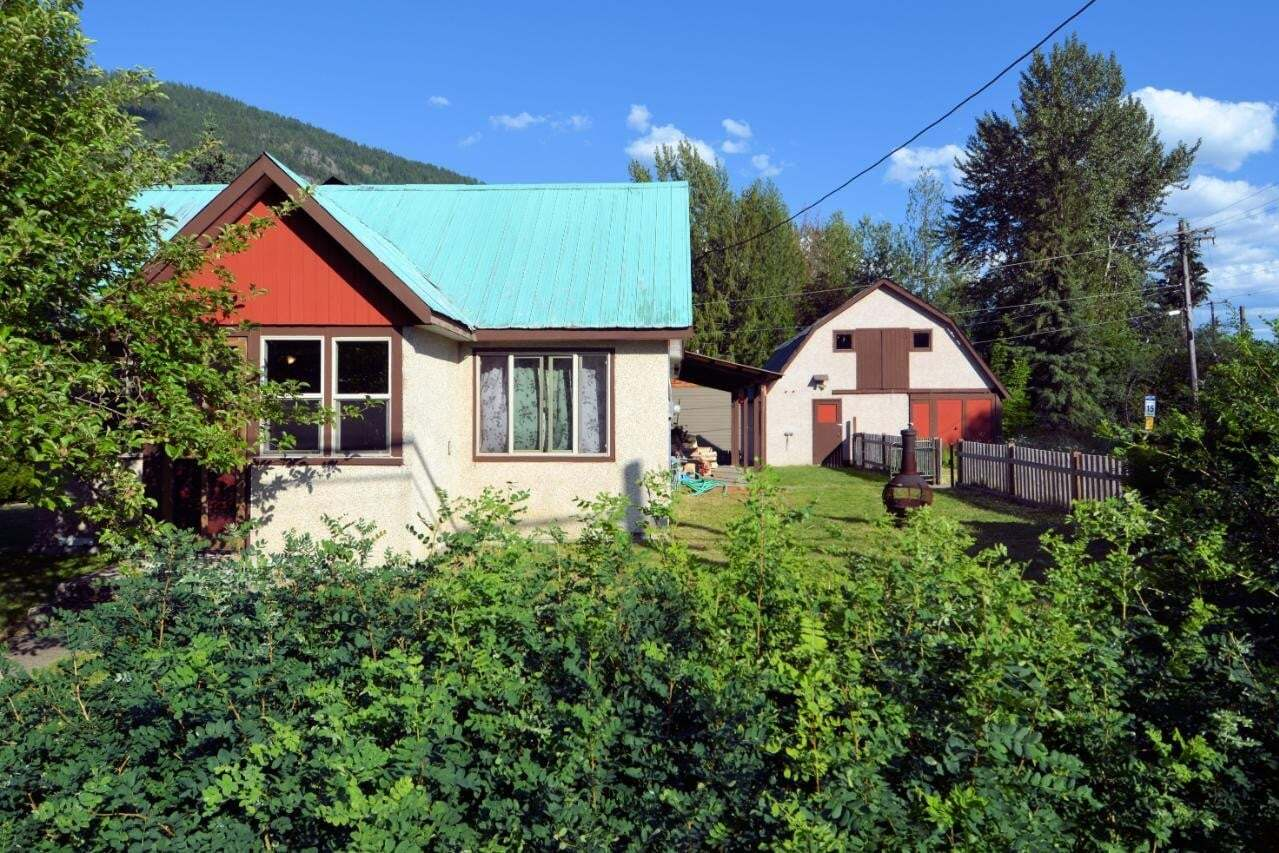 House for sale at 523 Baker Avenue  Salmo British Columbia - MLS: 2452930