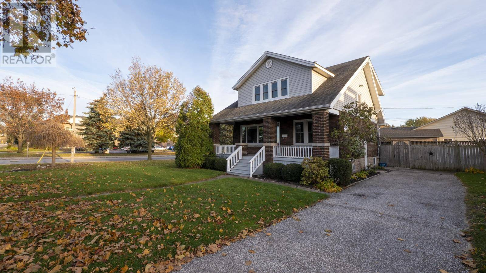 House for sale at 525 Grand Marais Rd West Windsor Ontario - MLS: 19028192