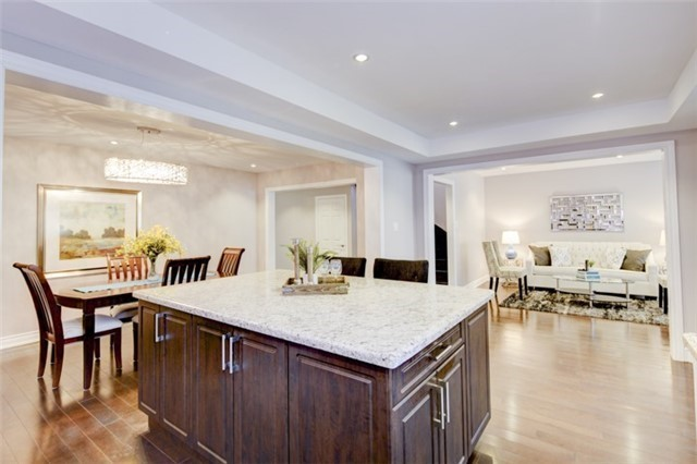 For Sale: 5268 Middlebury Drive, Mississauga, ON   4 Bed, 4 Bath House for $1,299,900. See 20 photos!