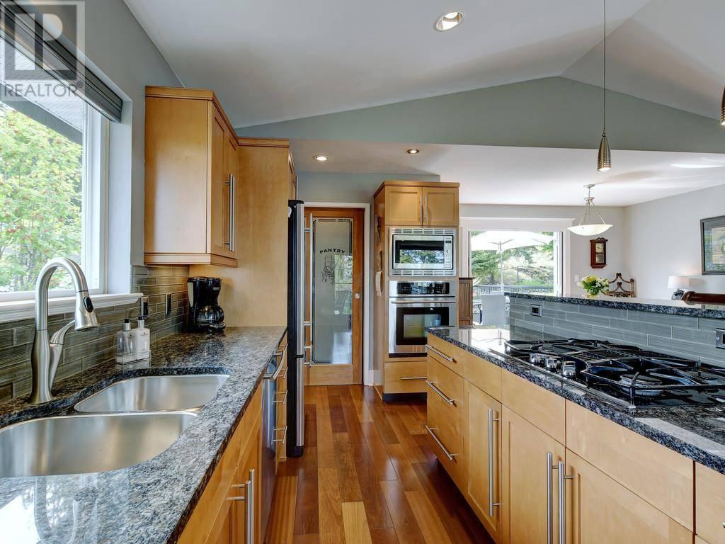 5280 Parker Avenue, Victoria | Image 2