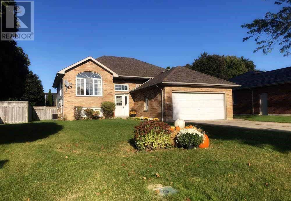 House for sale at 53 Orangewood Blvd Chatham Ontario - MLS: 19026782