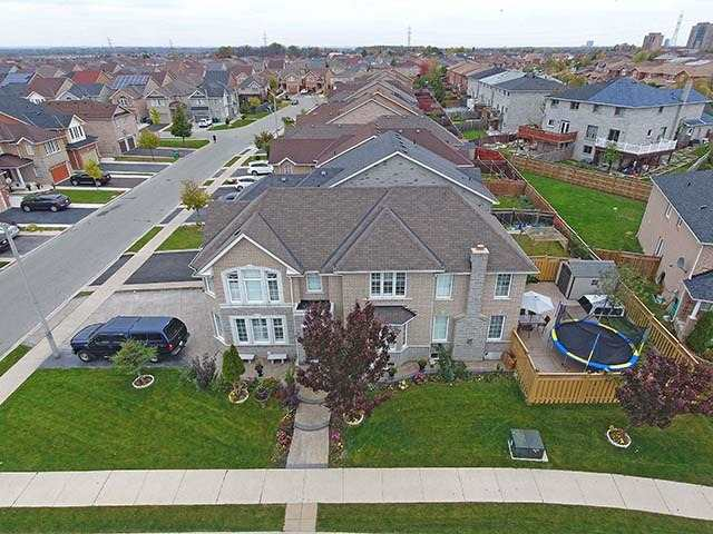 For Sale: 53 Rollingwood Drive, Brampton, ON   4 Bed, 3 Bath House for $879,900. See 20 photos!
