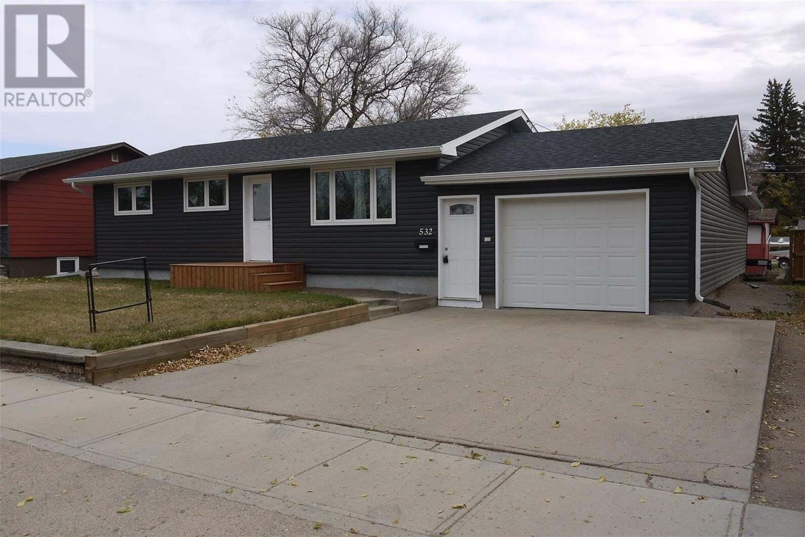 House for sale at 532 Elizabeth St Weyburn Saskatchewan - MLS: SK824308