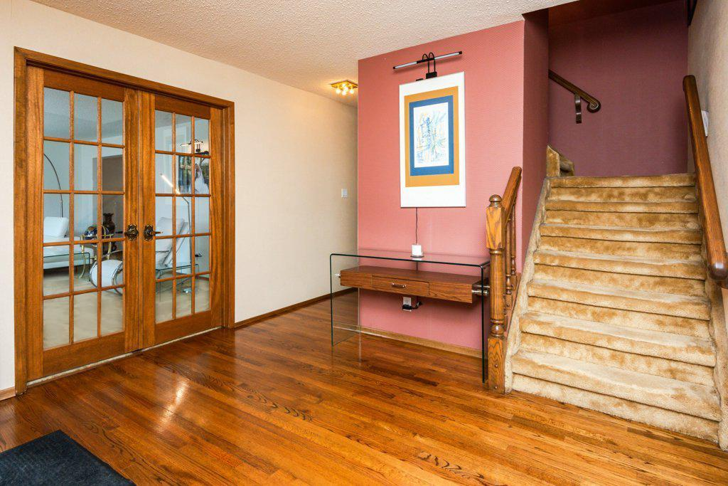 535 Lessard Drive NW, Edmonton — For Sale @ $499,000   Zolo.ca