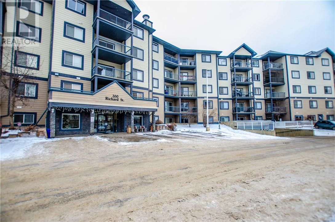 Buliding: 200 Richard Street, Fort Mcmurray, AB