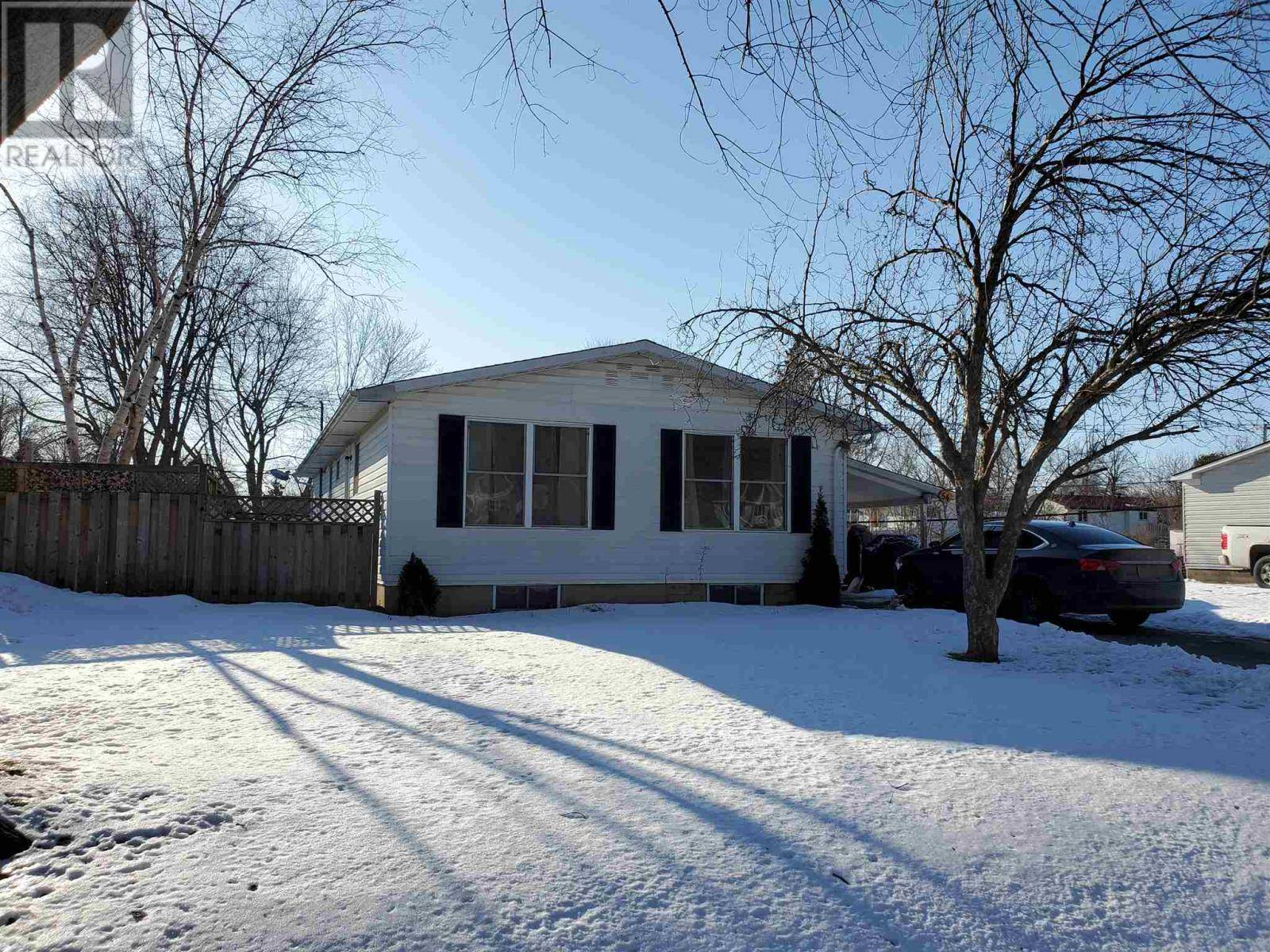 54 Clairton Place, Amherstview | Image 1