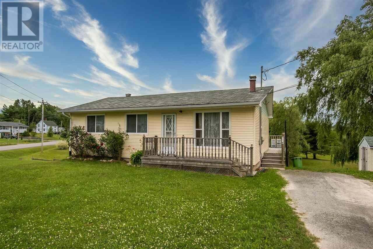 House for sale at 54 Gabriel Rd Falmouth Nova Scotia - MLS: 202013386
