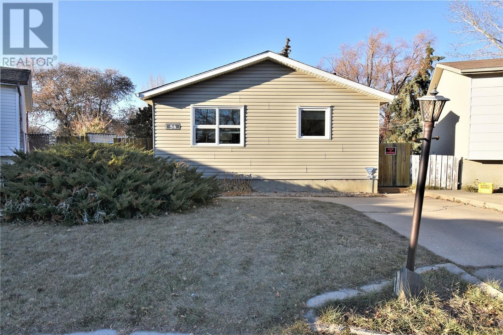 House for sale at 54 Ramsay Ct Saskatoon Saskatchewan - MLS: SK831447