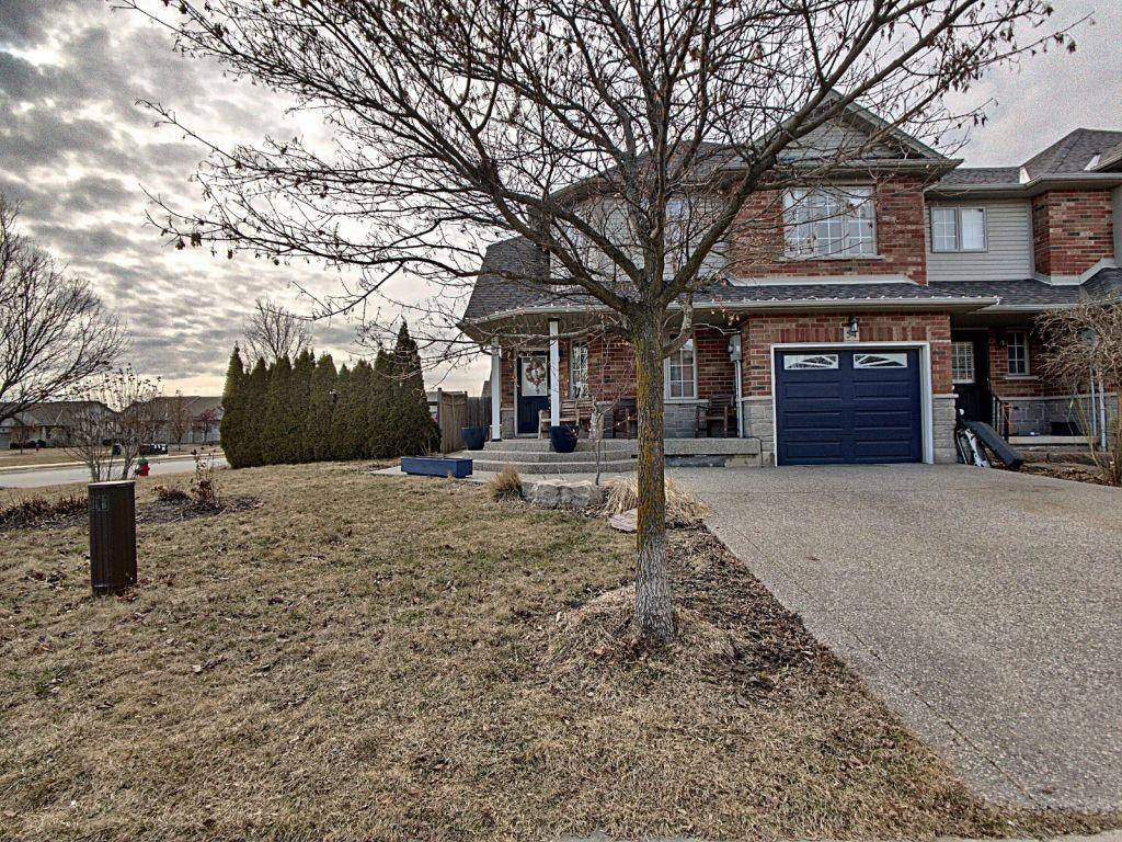 Townhouse for sale at 54 Southbrook Dr Binbrook Ontario - MLS: H4075027