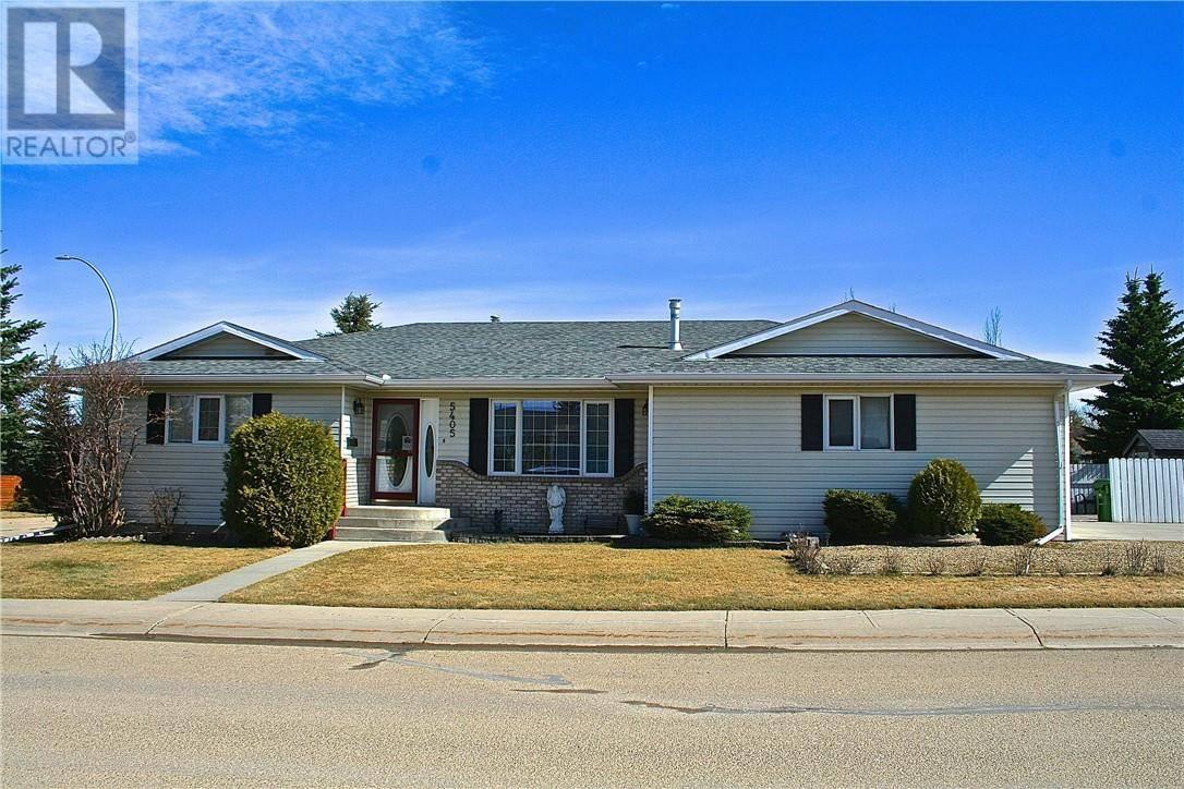 House for sale at 5405 62 St Camrose Alberta - MLS: ca0188641