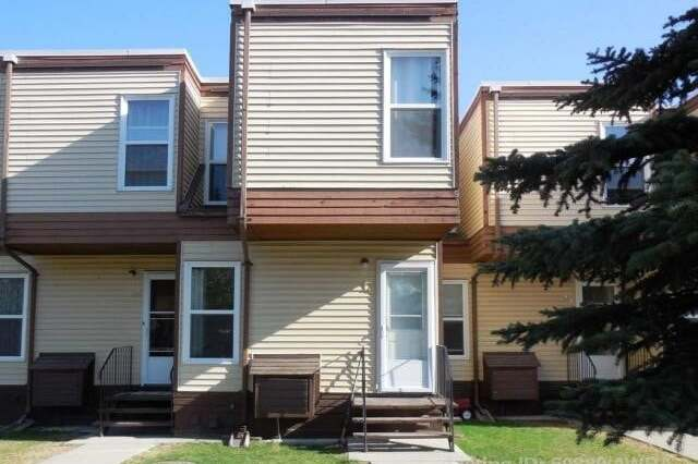 Townhouse for sale at 5429 10 Ave  Edson Alberta - MLS: AW50889