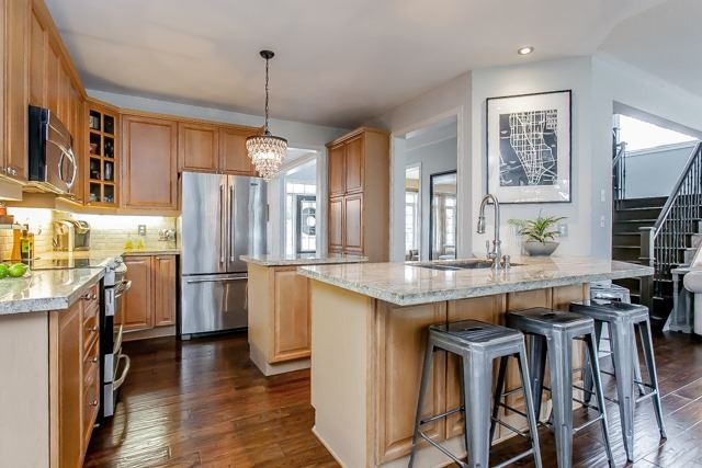 For Sale: 5438 Valleyhigh Drive, Burlington, ON | 4 Bed, 3 Bath House for $1,299,000. See 20 photos!