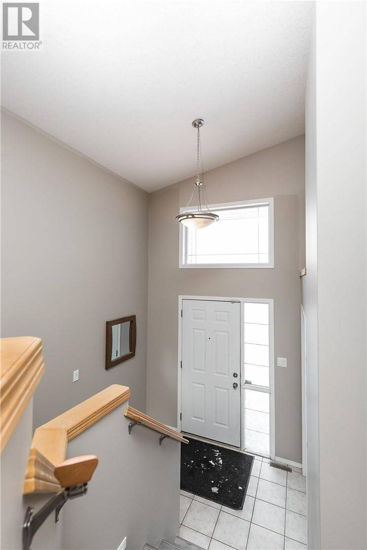 545 Squamish Lane W, Lethbridge   Image 2